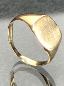 9ct Gold hallmarked signet ring size 'Q' approx 3.2g