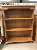 Pine bookcase with three shelves