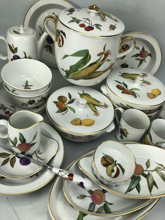 Collection of Royal Worcester Evesham pattern dinner ware to include serving dishes, serving - Bild 2 aus 3