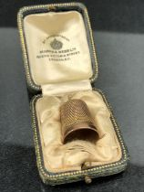 9ct Hallmarked Gold Thimble approx 4.3g and in leather presentation box