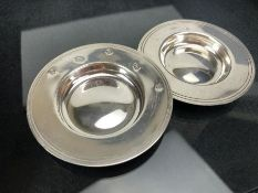 Two hallmarked silver pin dishes approx 8cm in diameter and 64g