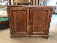 Two door oak cabinet with shelves, approx 92cm x 39cm x 74cm tall