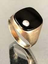Gold ring set with Onyx and marked 333 (8ct Gold) size 'R' total weight 4.3g