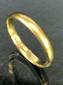 18ct Gold band approx size 'T' & 2.8g
