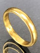 22ct Gold ring approx size 'M' & 4.4g