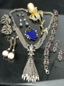 Collection of jewellery to include silver items