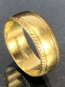 18ct Gold ring approx size 'M' & 5.5g