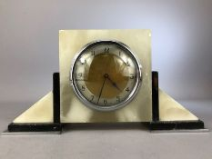 Art Deco marble mantle clock with French movement, approx 14cm in height