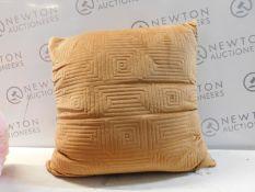 1 ARLEE HOME FASHION LARGE CUSHION RRP £29.99