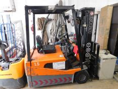 1 HALLA 1.5 TON ELECTRIC FORKLIFT TRUCK WITH SIDE SHIFT (BATTERIES NEED ATTENTION)