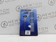 1 BOXED KIRKLAND SIGNATURE TRIPLE BLADE RAZOR WITH 13 BLADES RRP £39.99