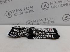3 PAIRS OF DKNY PATTERNED SOCKS RRP £12