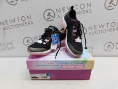 1 BOXED PAIR OF LADIES SKECHERS AIR ELEMENT BLACK TRAINERS UK SIZE 7 RRP £49 (LIKE NEW)