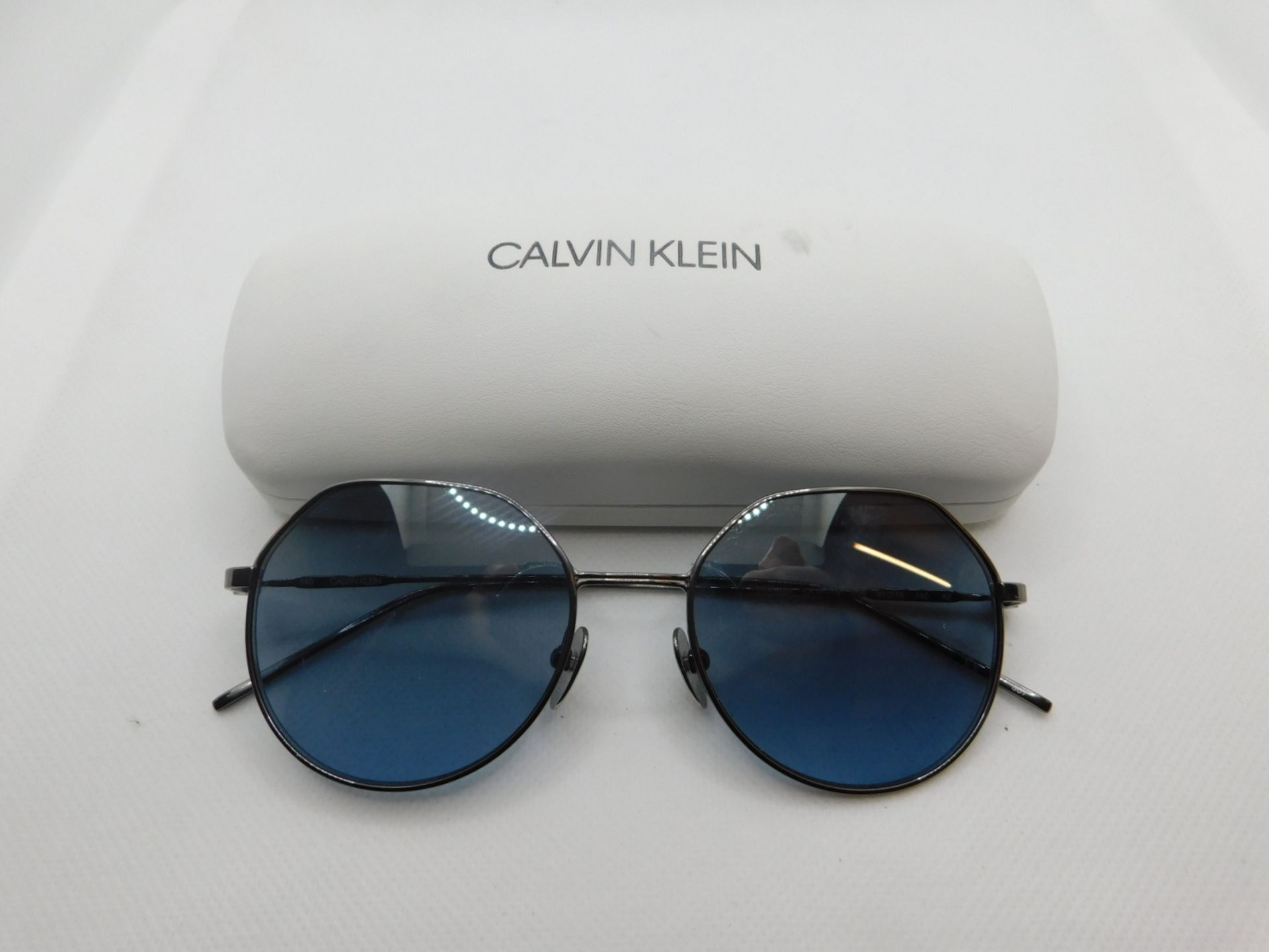 1 PAIR OF CALVIN KLEIN SUNGLASSES WITH CASE MODEL CK18111S RRP £139
