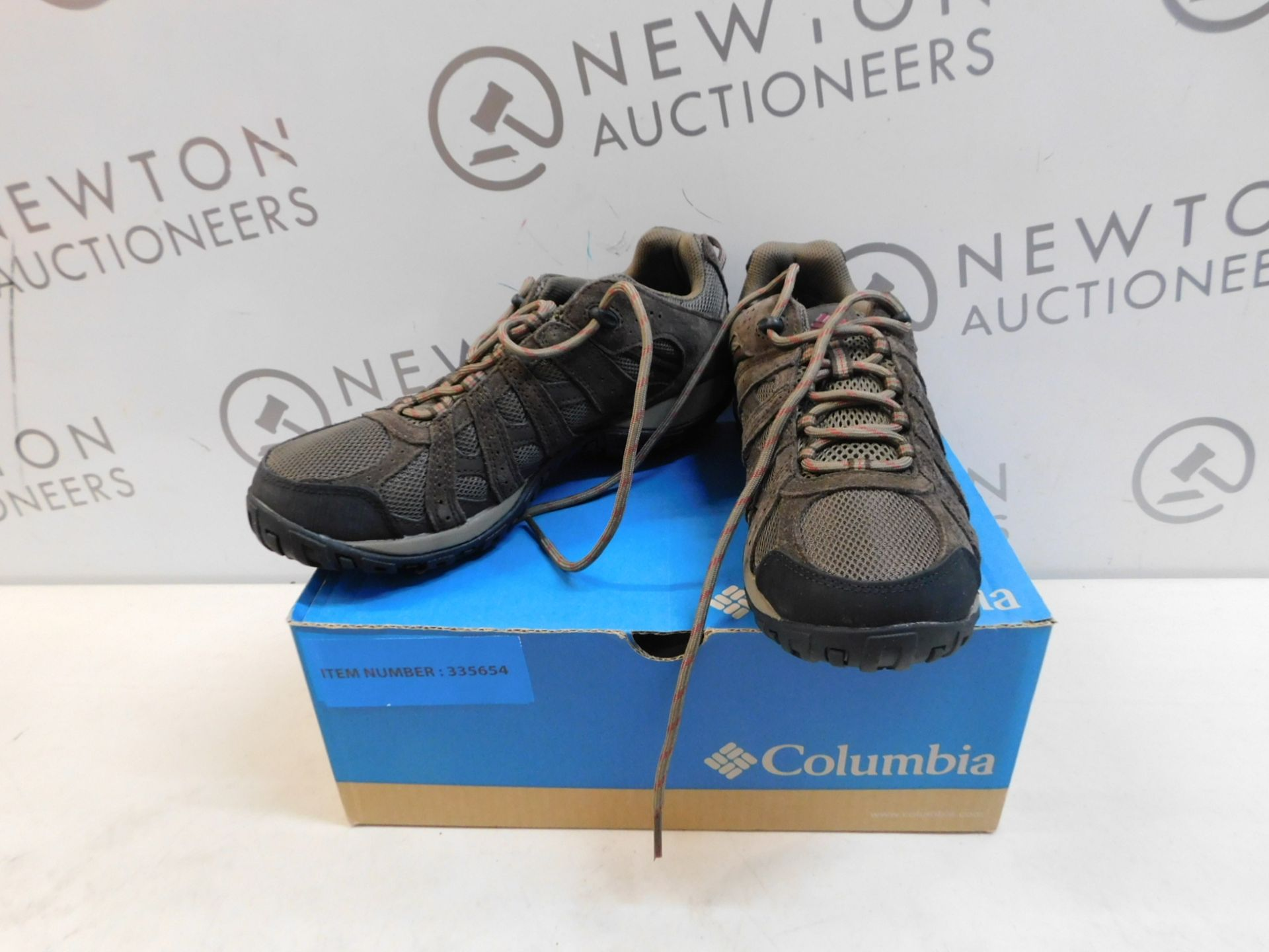 1 BOXED PAIR OF MENS COLUMBIA REDCREST WATERPROOF SHOES UK SIZE 7 RRP £79