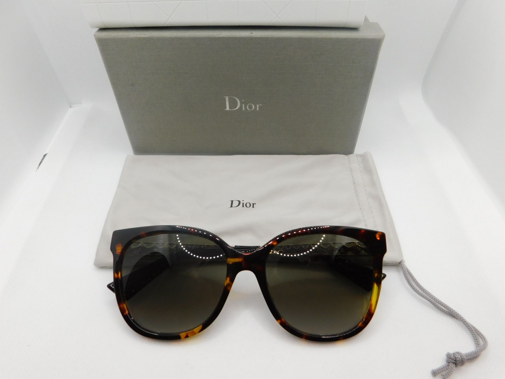 1 BOXED PAIR OF DIOR LADIES SUNGLASSES FRAME WITH CASE AND POUCH MODEL DIORAMARRP £199