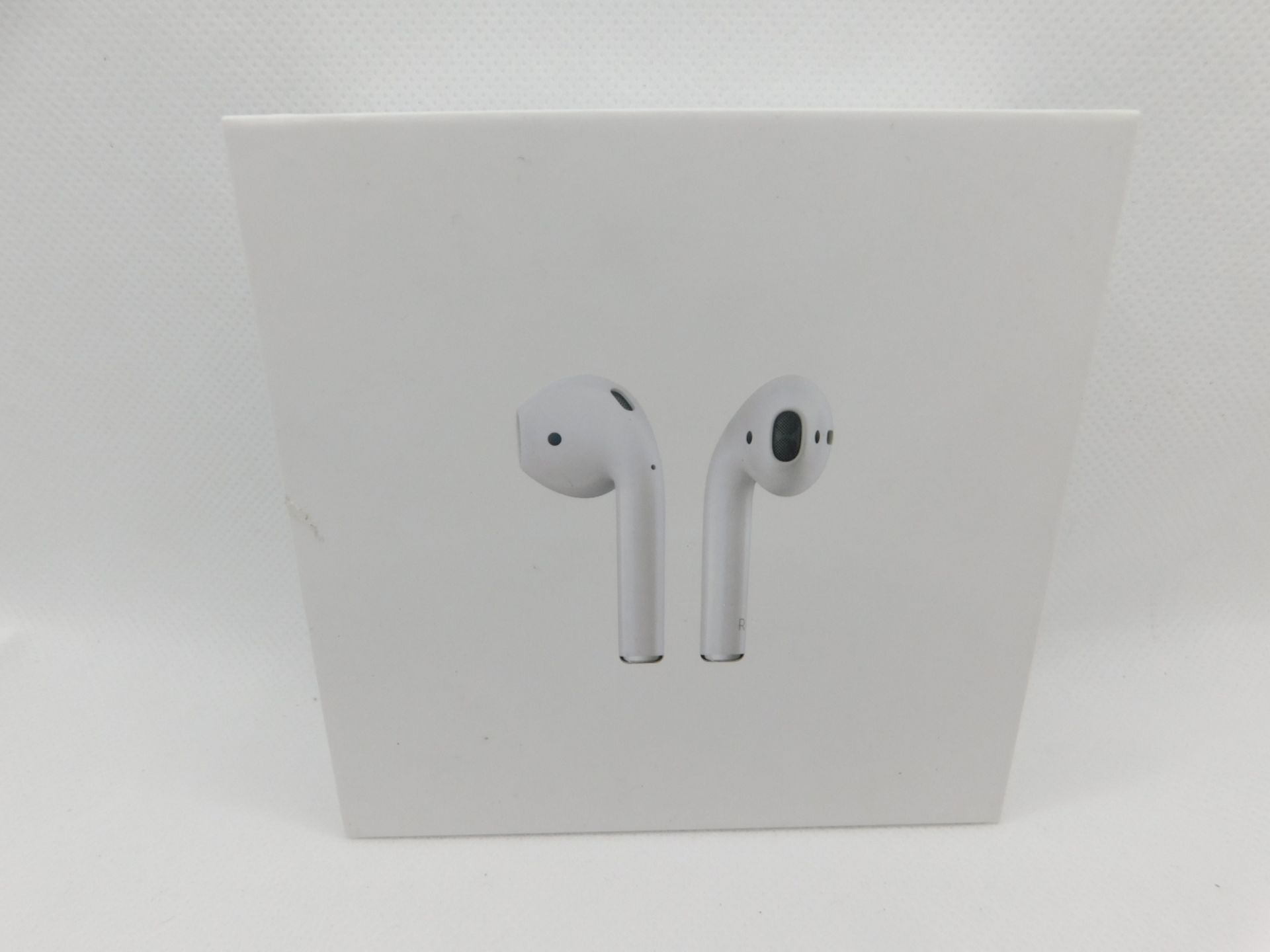 1 BOXED PAIR OF APPLE AIRPODS 2ND GENERATION BLUETOOTH EARPHONES WITH WIRLESS CHARGING CASE RRP £