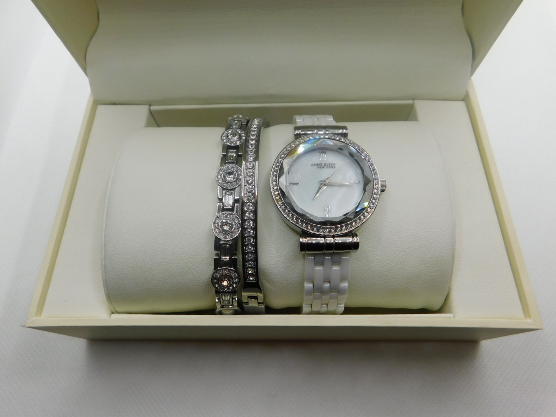 1 BOXED ANNE KLEIN WATCH AND JEWELLERY GIFT SET RRP £149