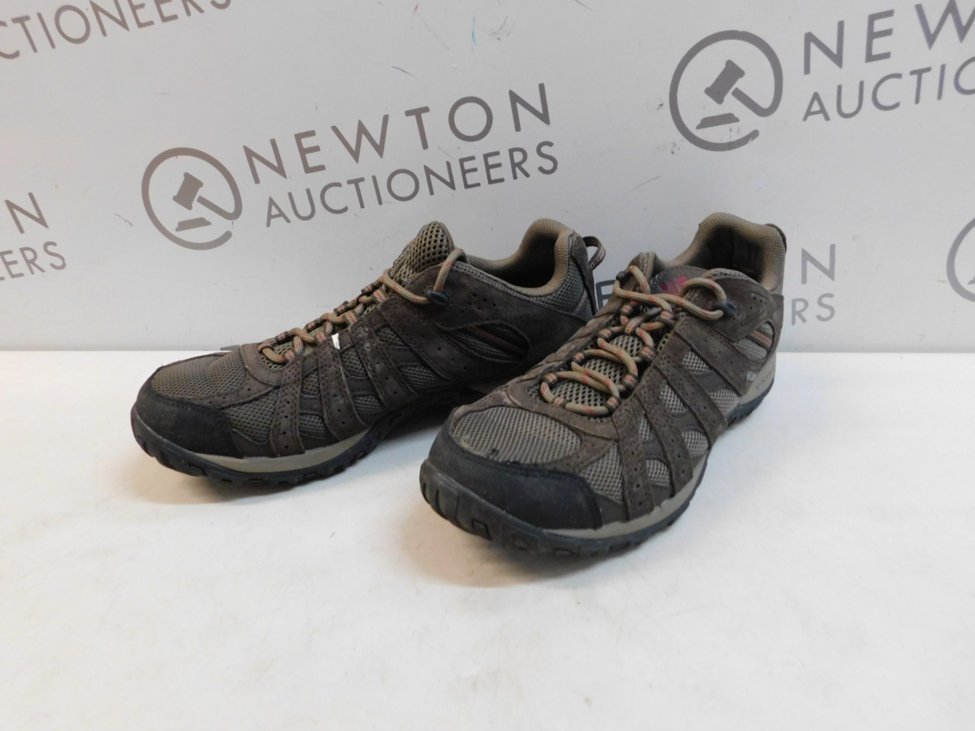 1 PAIR OF MENS COLUMBIA TECHLITE SHOES UK SIZE 10 RRP £79