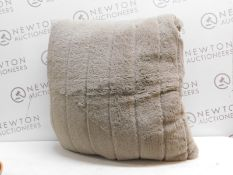 1 ARLEE HOME FASHION LARGE PILLOW RRP £29.99 (HAS A RIP)