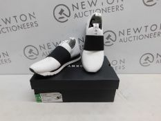 1 BOXED PAIR OF DKNY WOMENS JAYLA-SLIP ON TRAINERS UK SIZE 5 RRP £89.99
