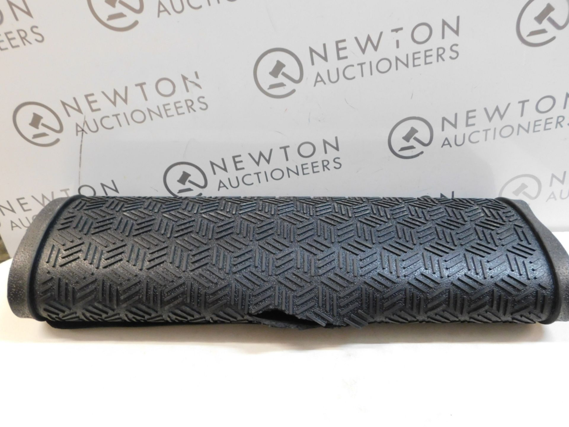 1 LARGE HEAVY DUTY ENTRANCE MAT RRP £39.99 (RIPPED)