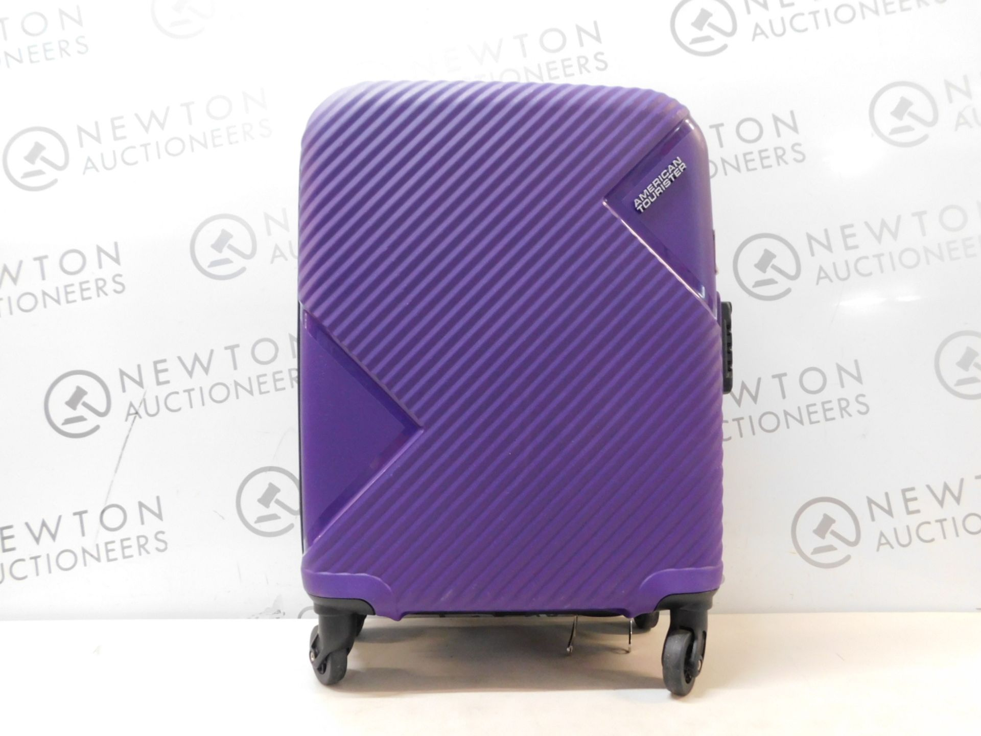 1 AMERICAN TOURISTER HARD CASE HAND LUGGAGE RRP £79.99