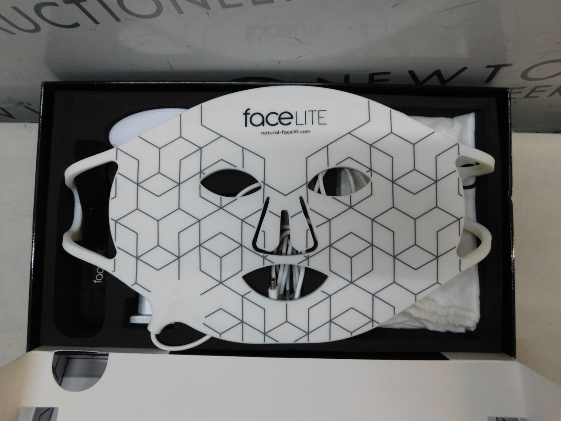 1 BOXED FACELITE BEAUTY BOOSTING LED FACE MASK RRP £349.99