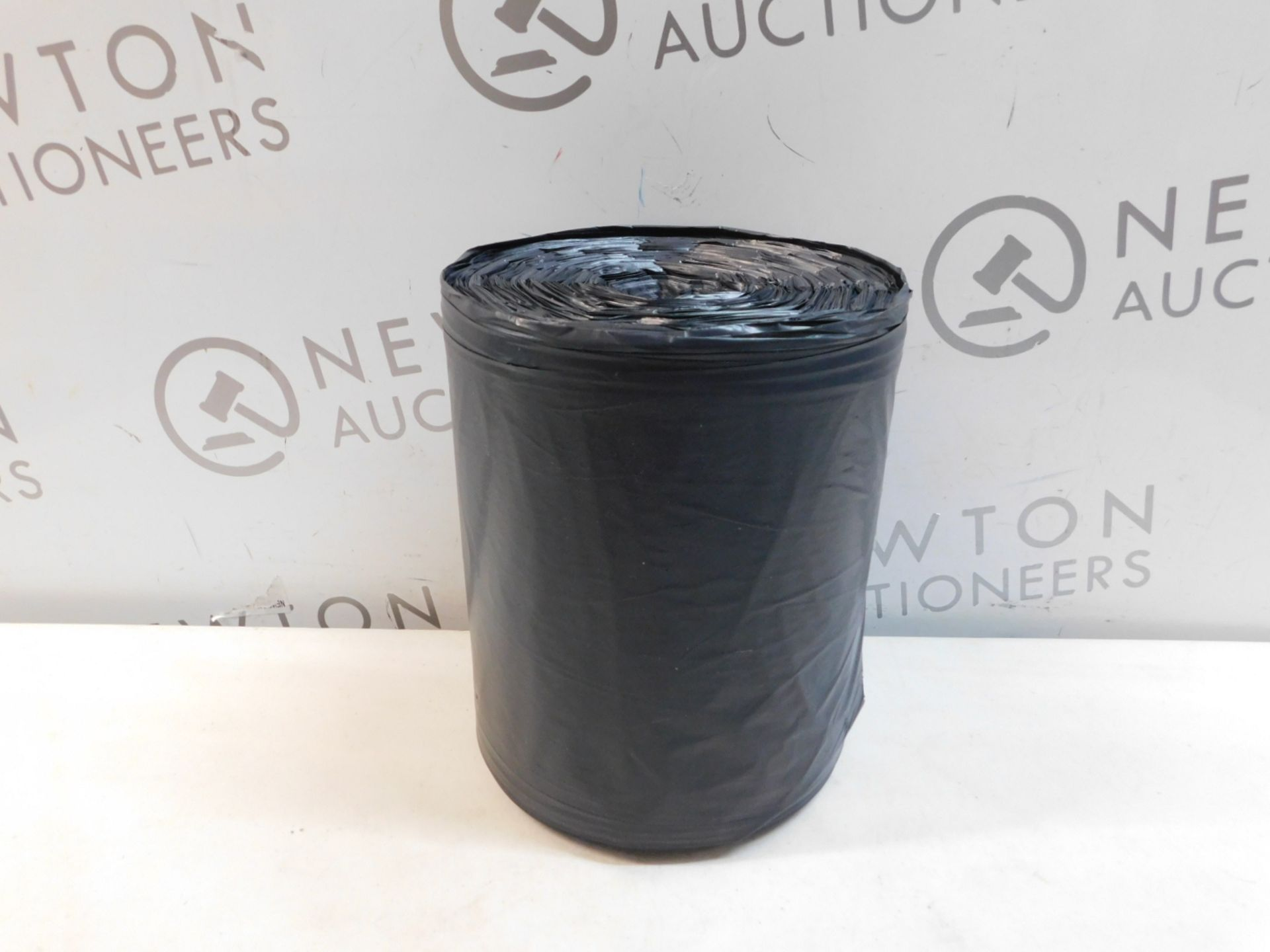 1 ROLL OF LARGE BLACK KITCHEN BIN BAGS RRP £9.99