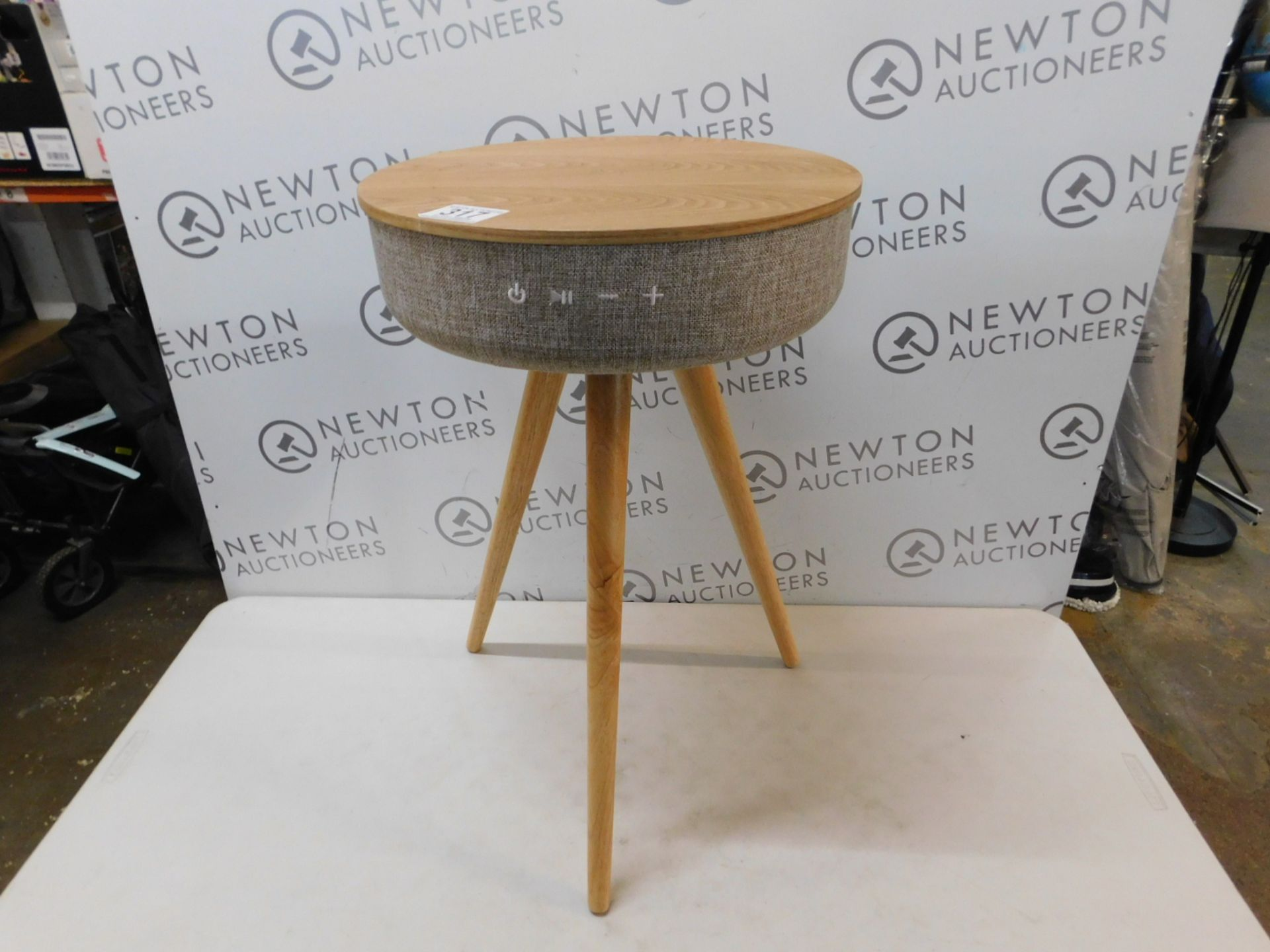 1 TOUCHDOWN WIRELESS CHARGING TABLE WITH SPEAKERS RRP £299