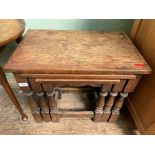 Nest of 3 oak side tables