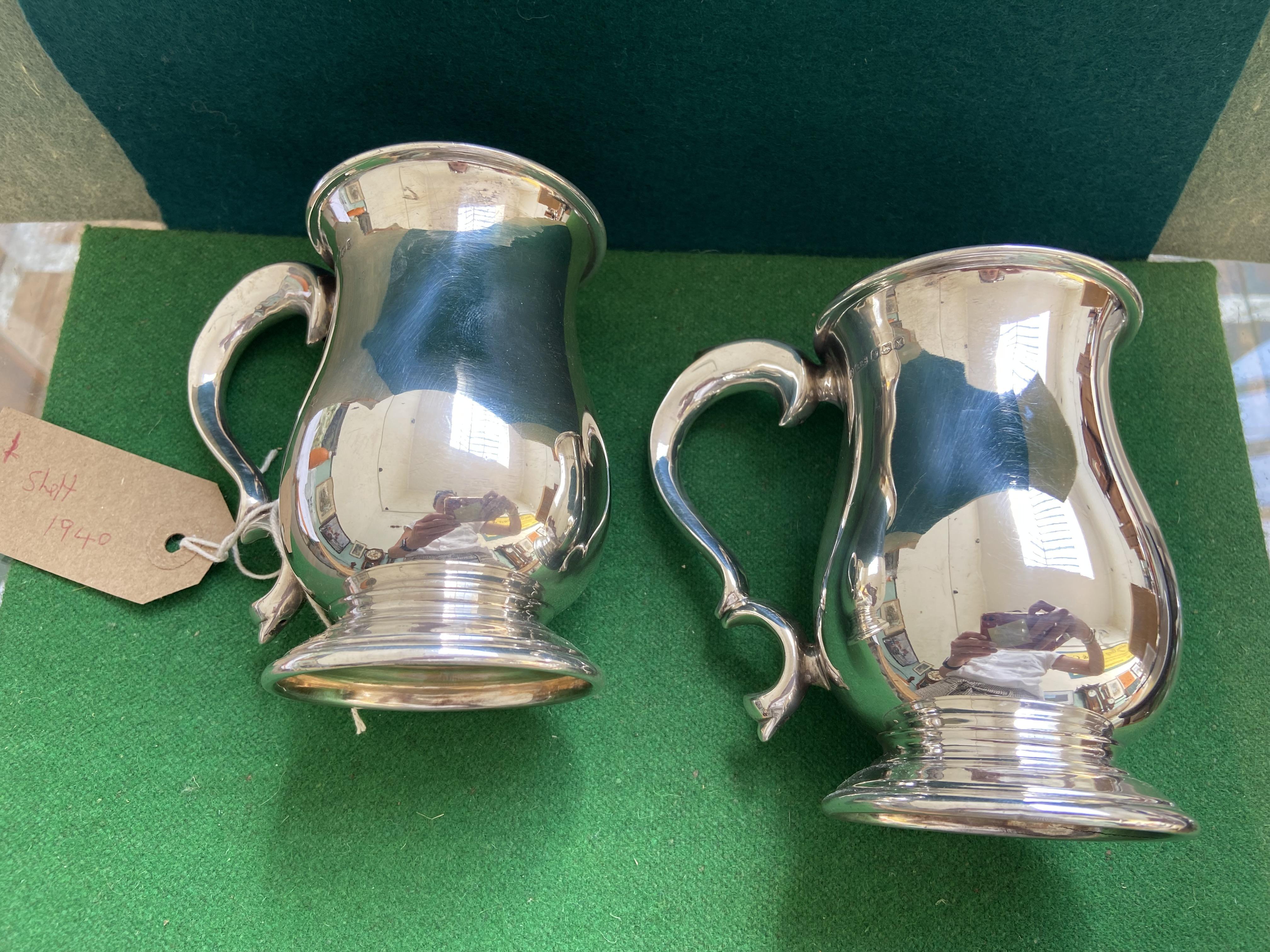 Fine pair of Georgian style silver half pint tankards (Sheffield 1940) (12 3/4 oz. - Image 2 of 3