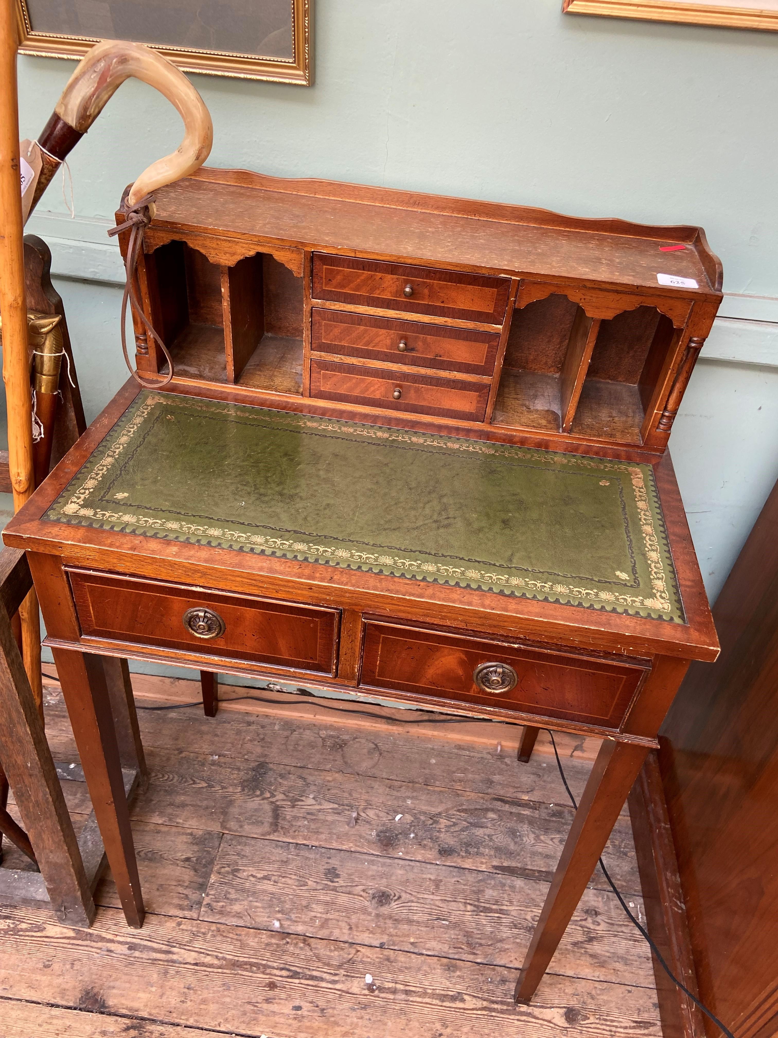 Delicate early 20th century mahogany ladies writing bureau,