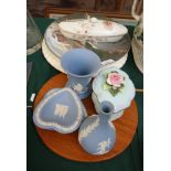 Early sandwich plate, two Royal Doulton plates of Barff National Park and Niagara Falls,