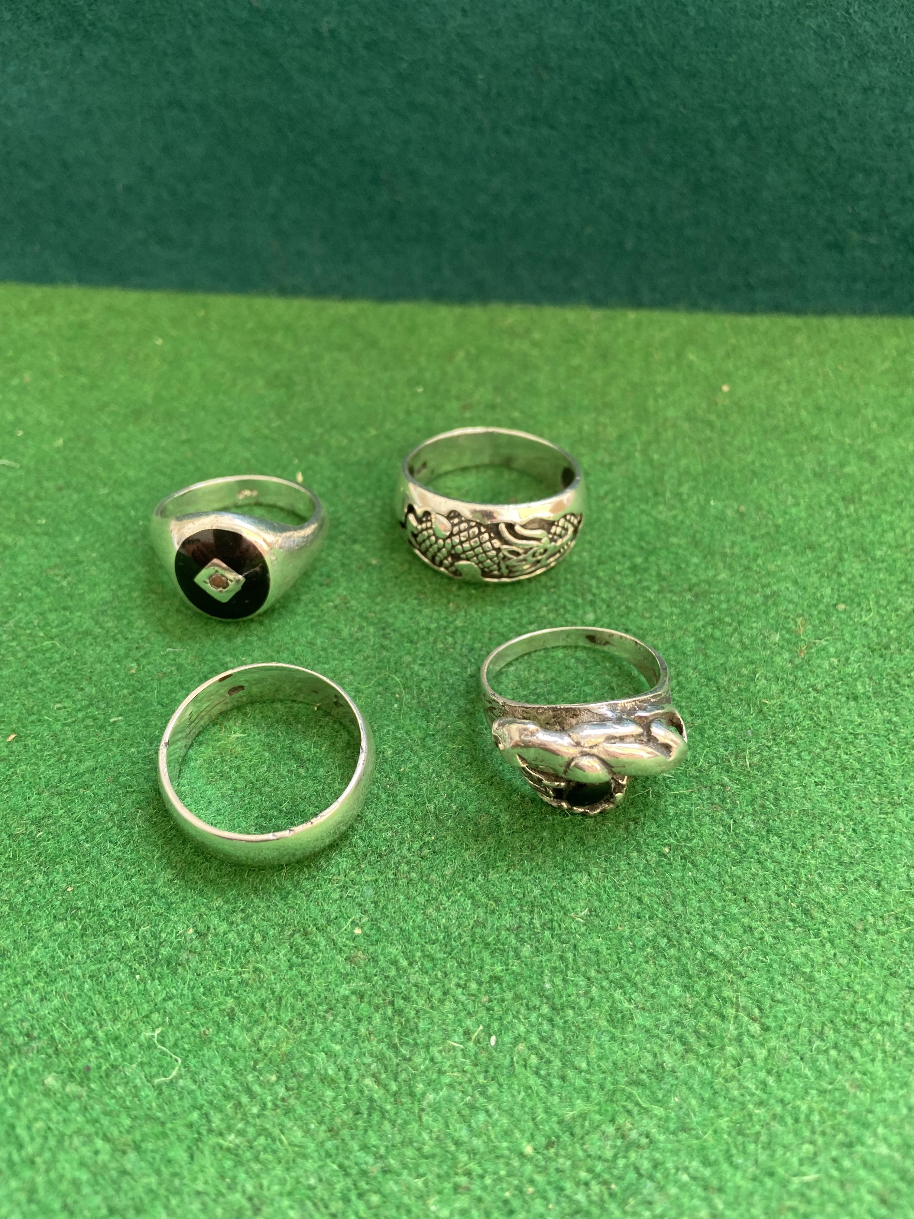 Bag of 4 heavy silver rings - Image 2 of 2