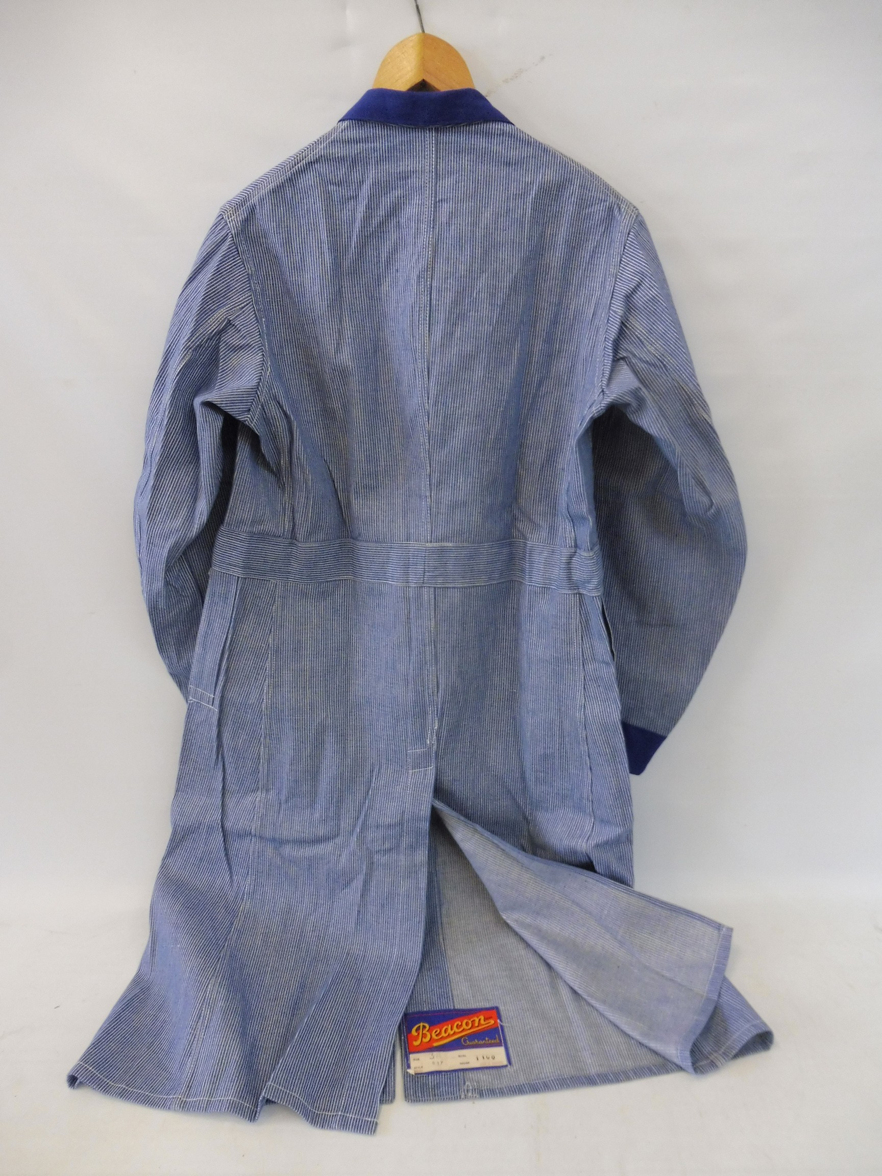 A new old stock overcoat with Esso branding, manufactured by Beacon Reg'd, size 38 (slightly - Image 4 of 6