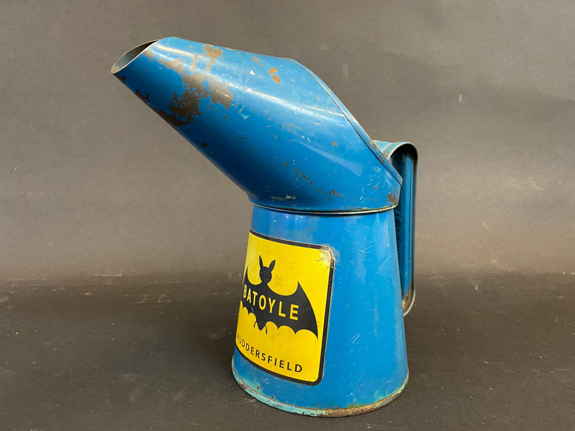 A Batoyle of Huddesfield pint measure dated 1977, in good condition.