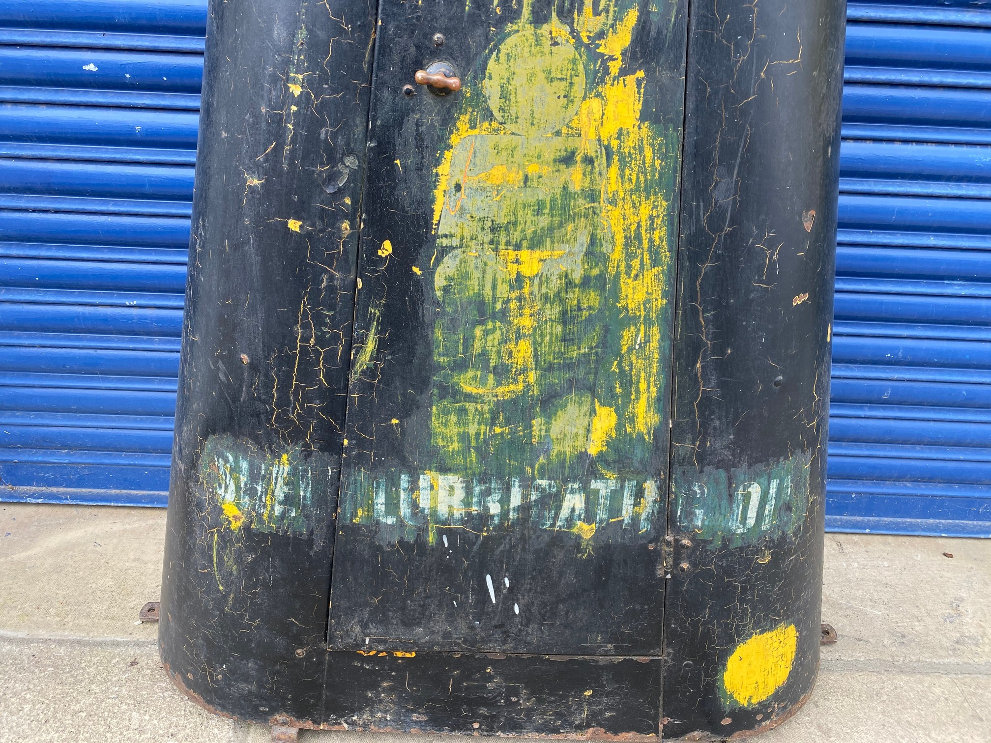 A very rare Shell lubrication 'robot/stick man' forecourt cabinet. - Image 3 of 7