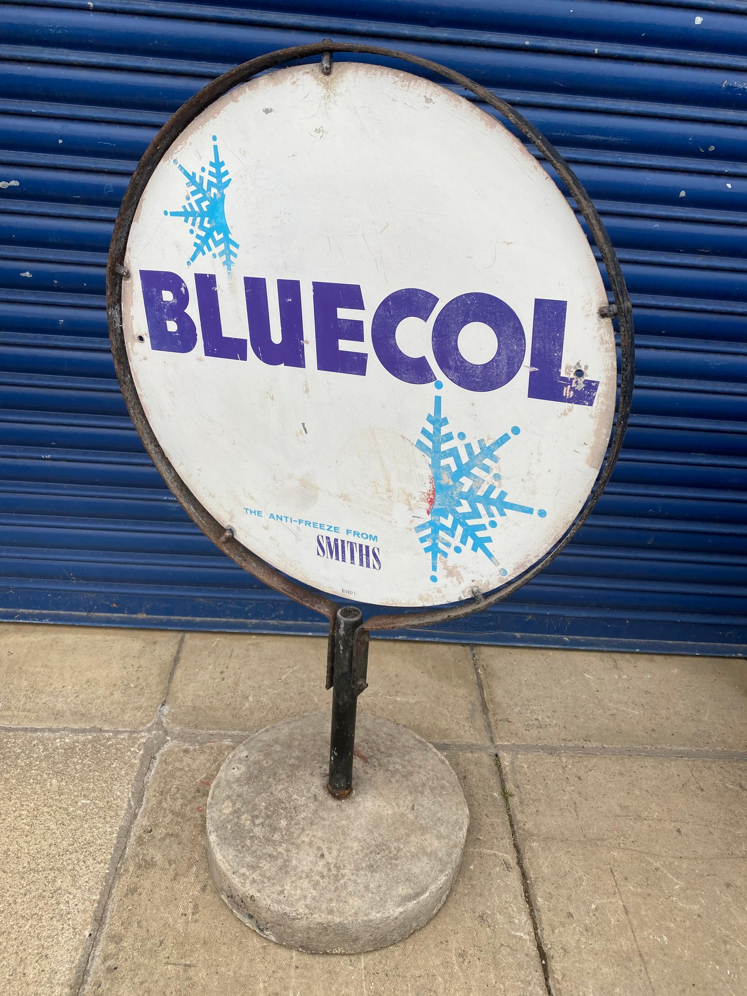 A Smiths Bluecol garage forecourt sign on stand.