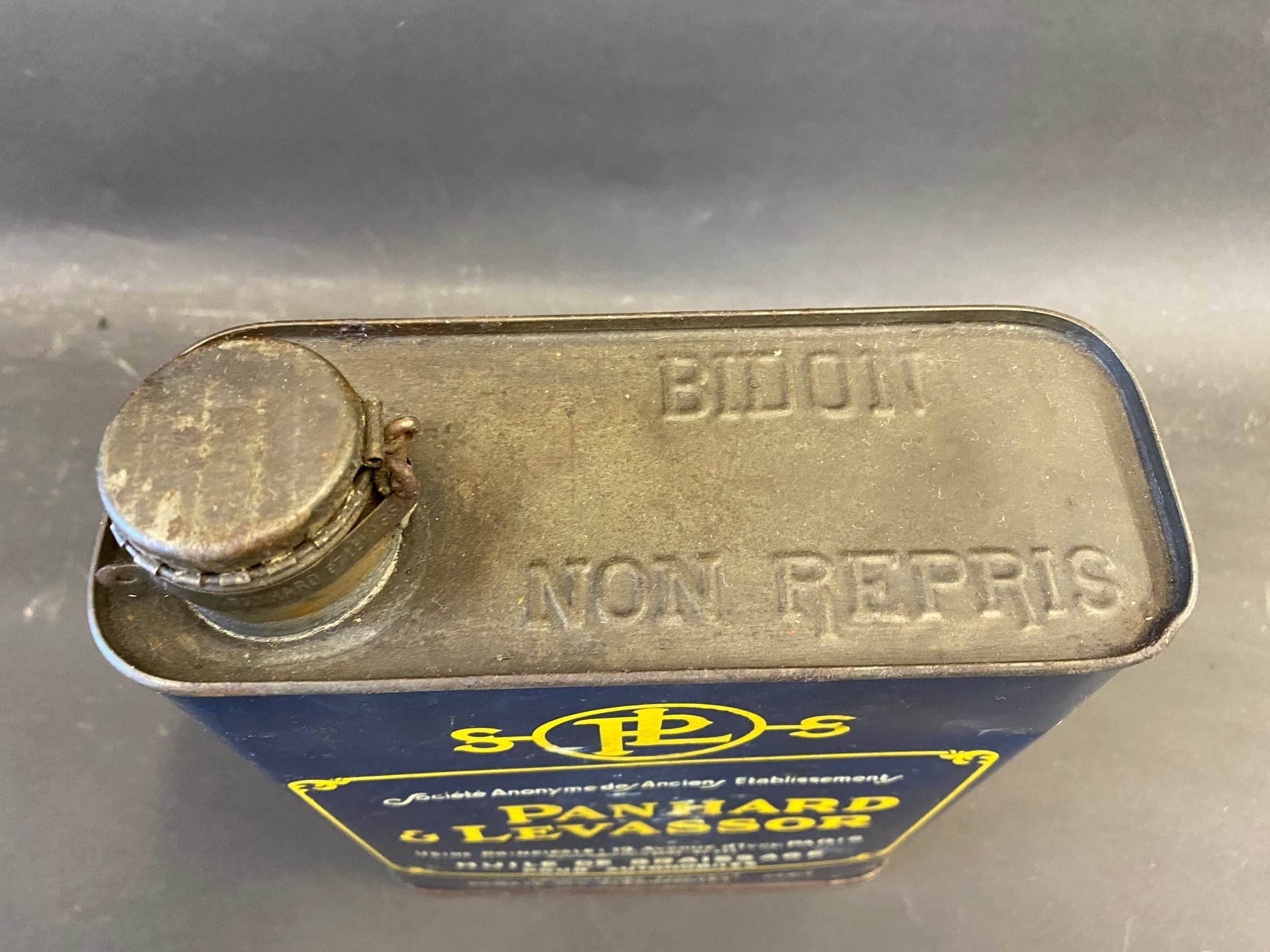 A very rare Panhard & Levassor motor oil can, in very good unopened condition. - Image 3 of 4