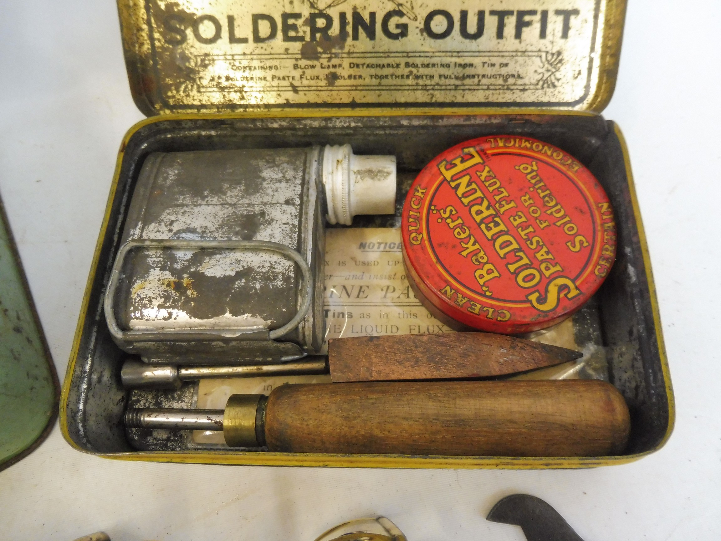 A Burmos polished brass No. 21 paraffin pressure stove outfit and a soldering outfit in original - Image 3 of 5