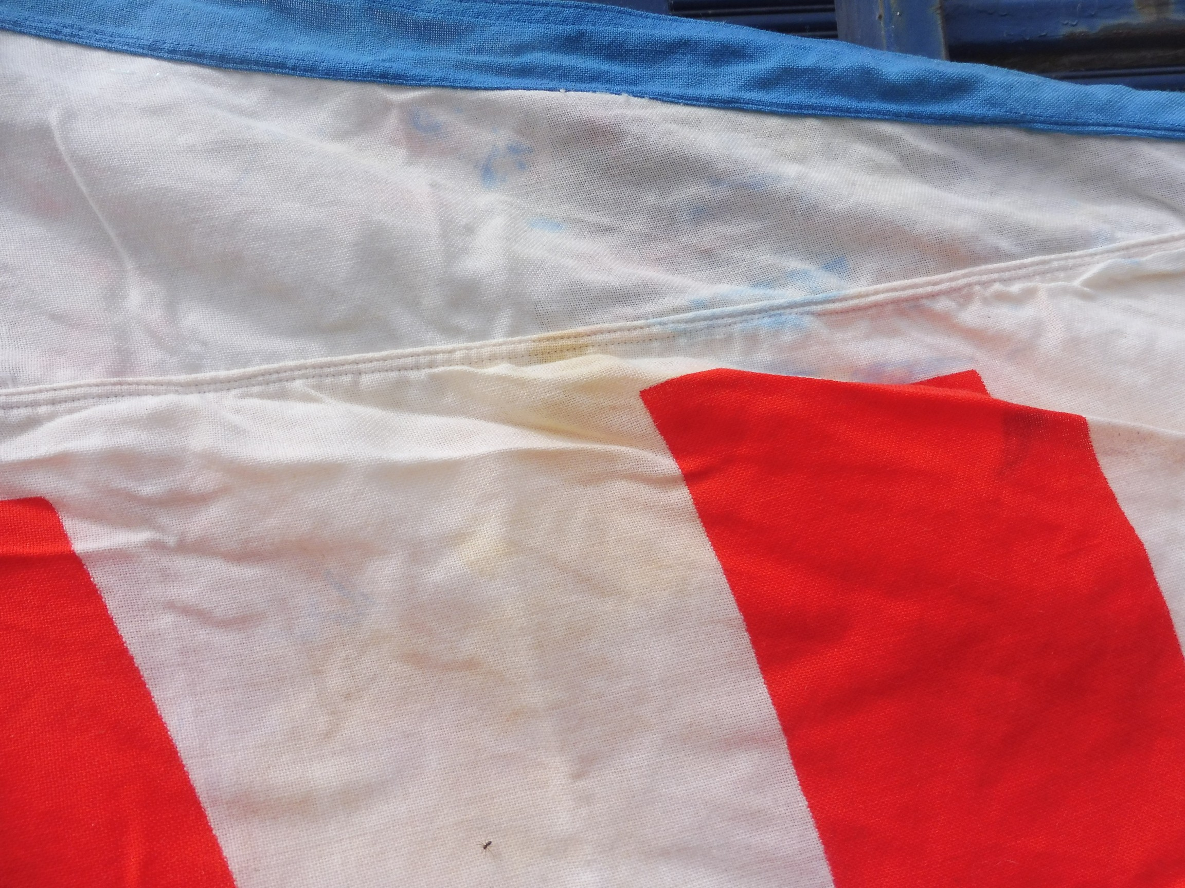 """A large garage forecourt pennant flag advertising TOTAL by Piggotts 11' 11"""" x 68"""". - Image 4 of 5"""
