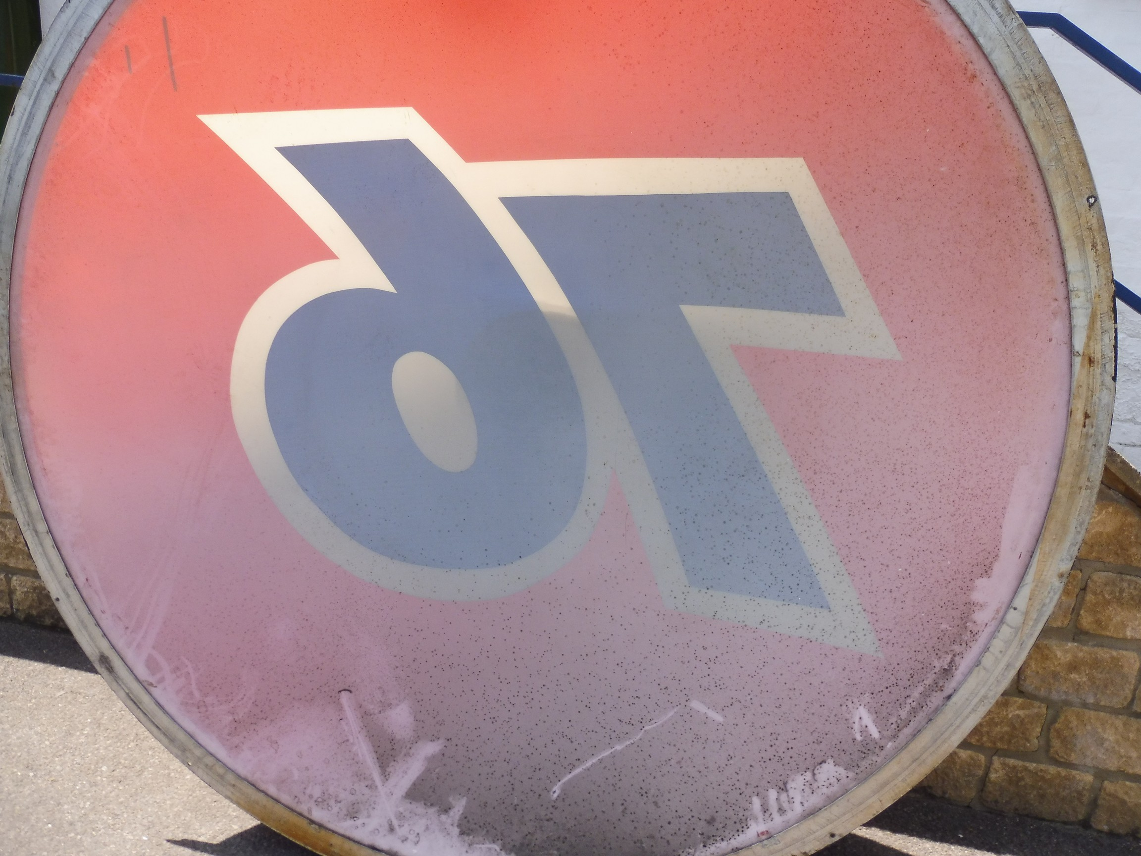 """A very large '76' American oil company plastic domed sign, 73"""" diameter. - Image 4 of 4"""