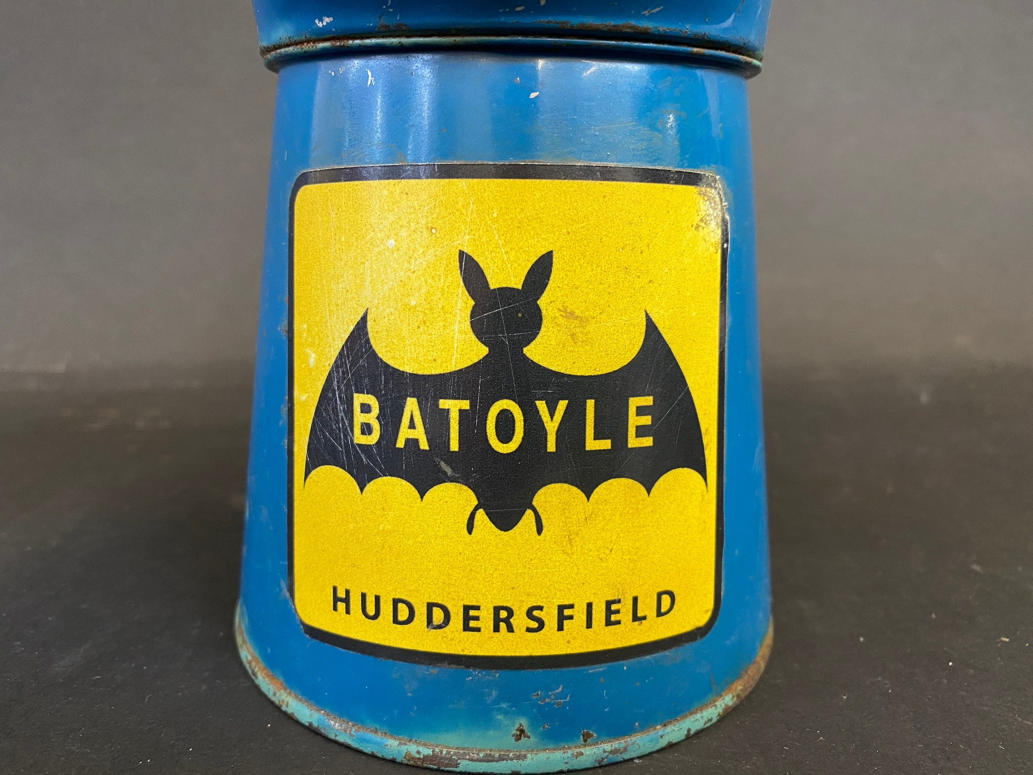 A Batoyle of Huddesfield pint measure dated 1977, in good condition. - Image 2 of 5