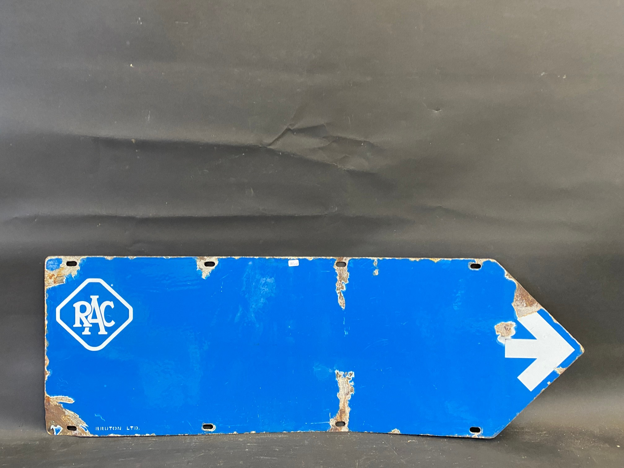 """An RAC blue and white double sided directional arrow sign by Bruton, 353/4 x 12"""". - Image 4 of 4"""