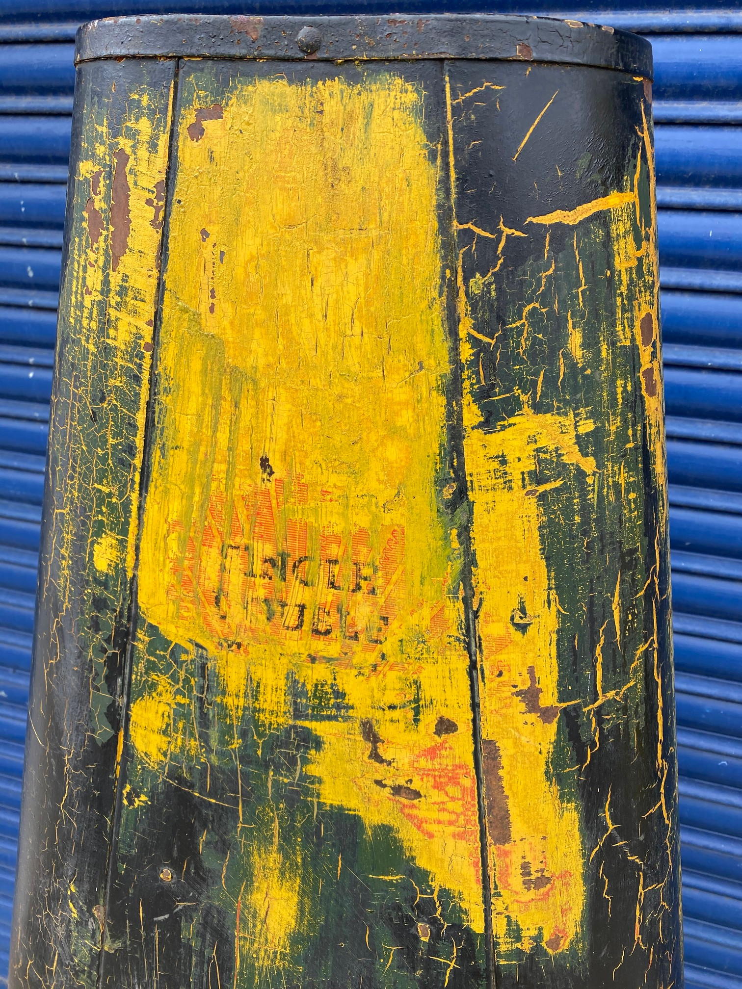 A very rare Shell lubrication 'robot/stick man' forecourt cabinet. - Image 6 of 7