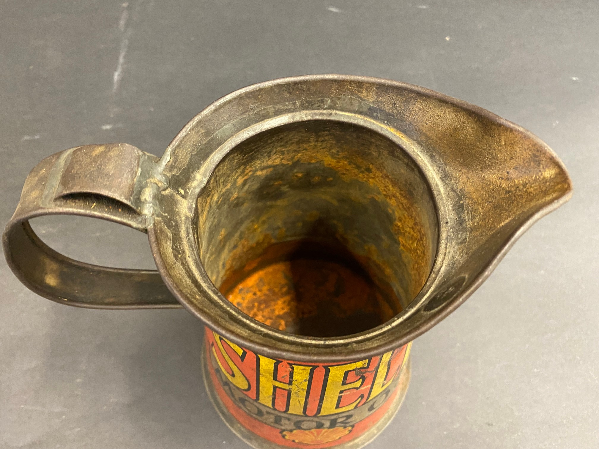 A Shell Motor Oil quart measure, early wide neck version, dated 1929. - Image 4 of 5