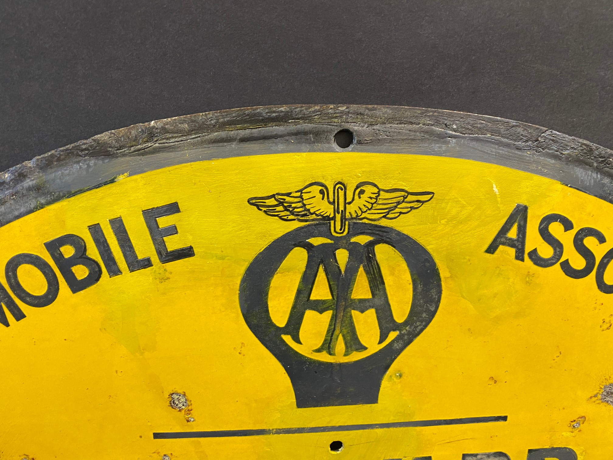 """A circular AA road/village sign for Edwardsville, by Franco, restored, 30"""" diameter. - Image 3 of 3"""