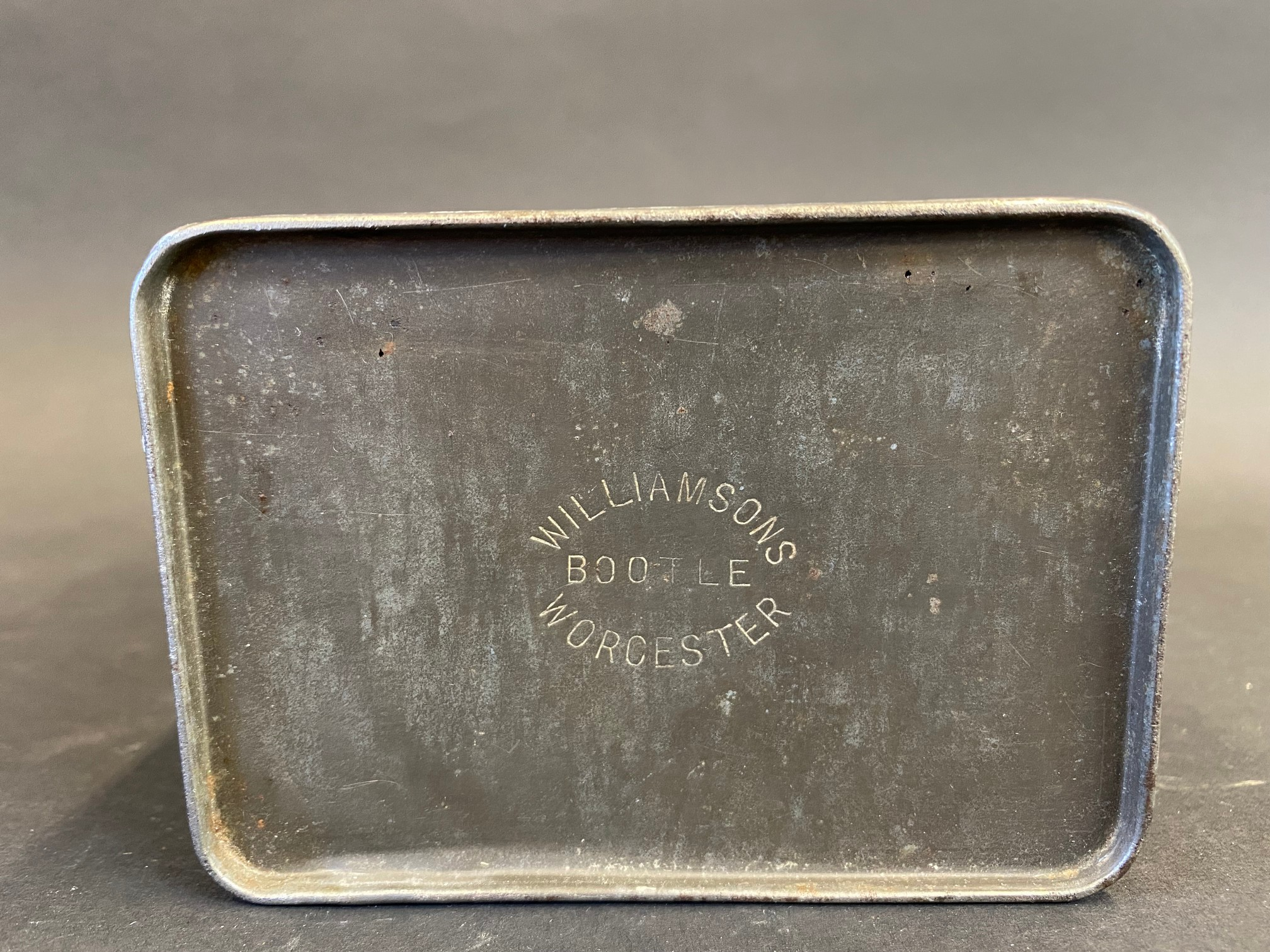 An early Wakefield Castrol Motor Oil quart oil can, early light green version in good condition, - Image 4 of 4