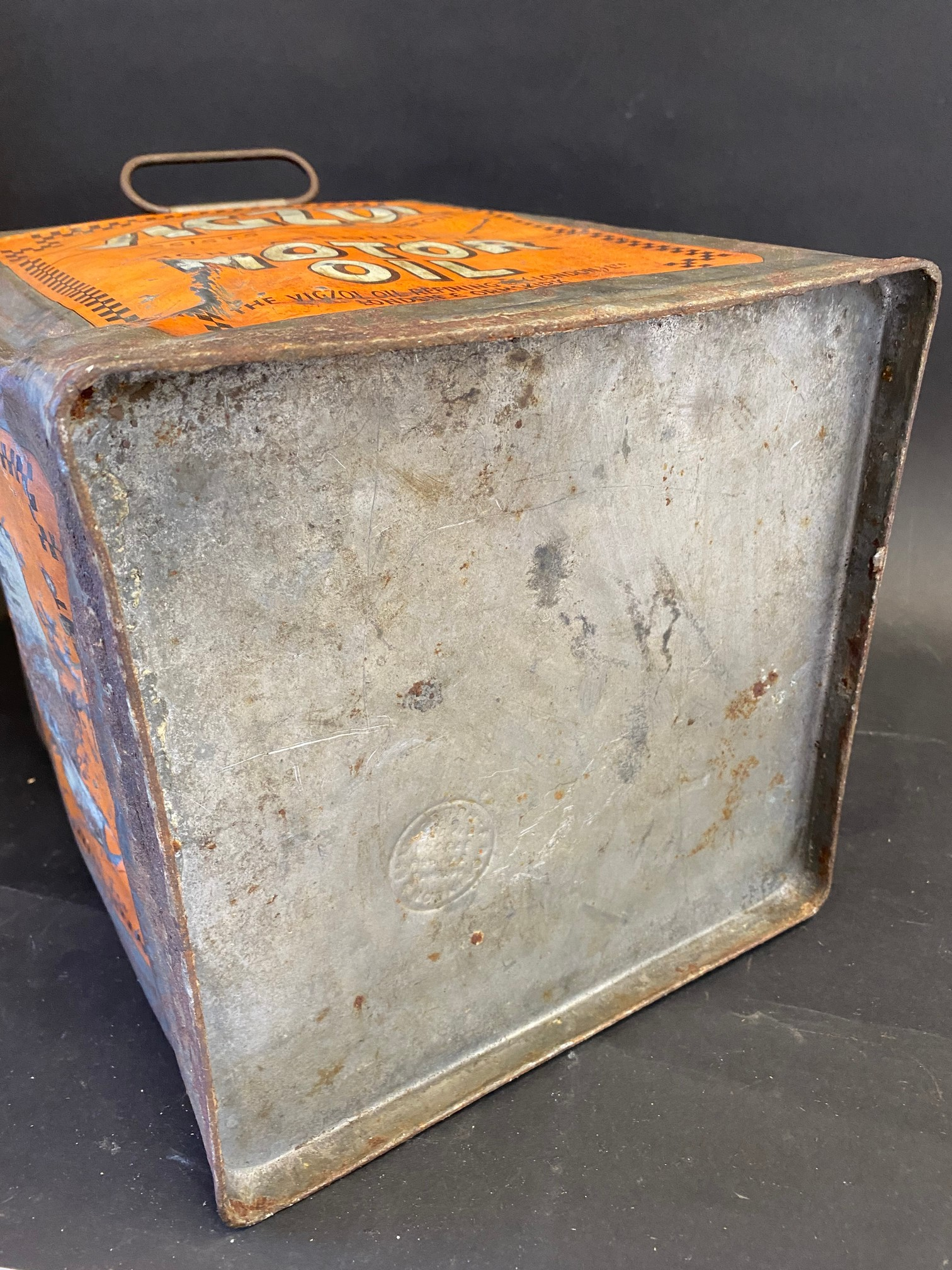 A Vigzol Motor Oil five gallon pyramid can. - Image 6 of 6